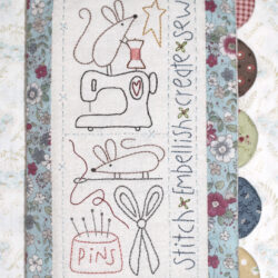 D324 SEWING MOUSE NEEDLEBOOK